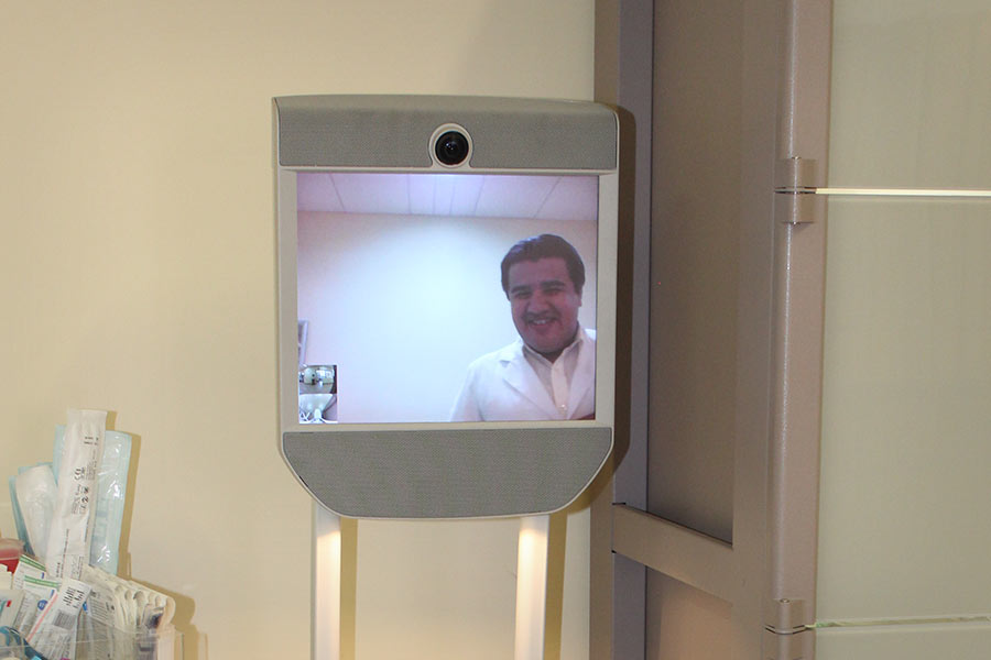 The aim of the A-NÍMO robot is to have humanized contact with the patient. Photo: TecSalud